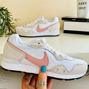 New Nike venture runner vintage sneakers